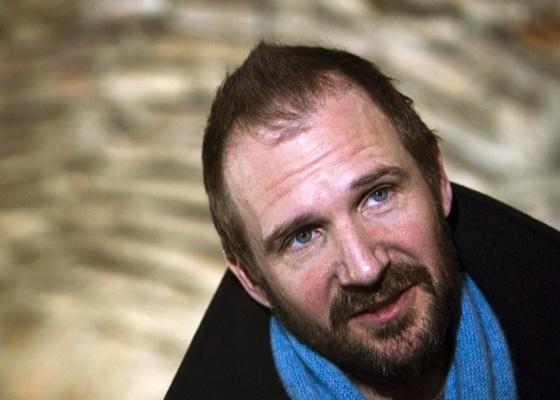 Ralph Fiennes participa de entrevista em Belgrado para falar sobre seu novo filme ''Coriolanus''