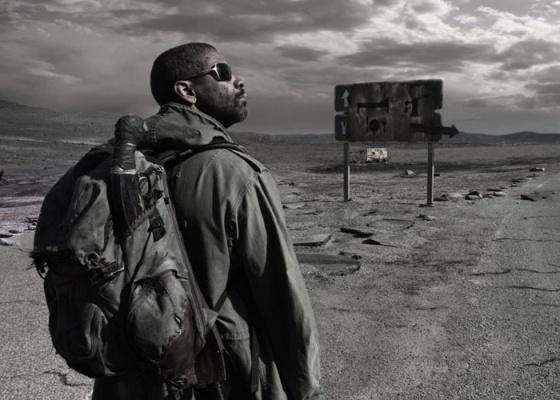 Cena do filme O Livro de Eli, no qual Denzel Washington interpreta um solitário que guarda um livro que pode salvar a humanidade