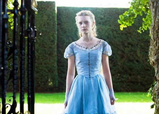 Mia Wasikowska interpreta Alice na adaptação de Tim Burton do romance de Lewis Carroll - Divulgação