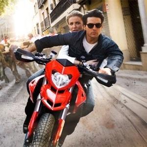 Cameron Diaz e Tom Cruise protagonizam a comédia de ação ''Encontro Explosivo