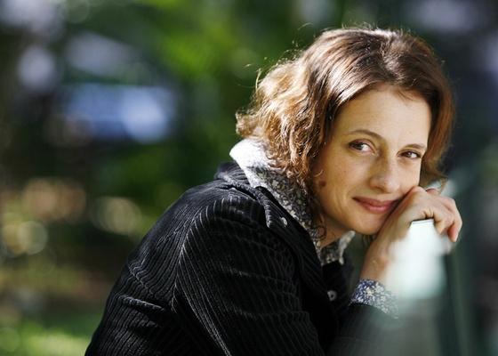 A atriz Denise Fraga posa para foto em São Paulo