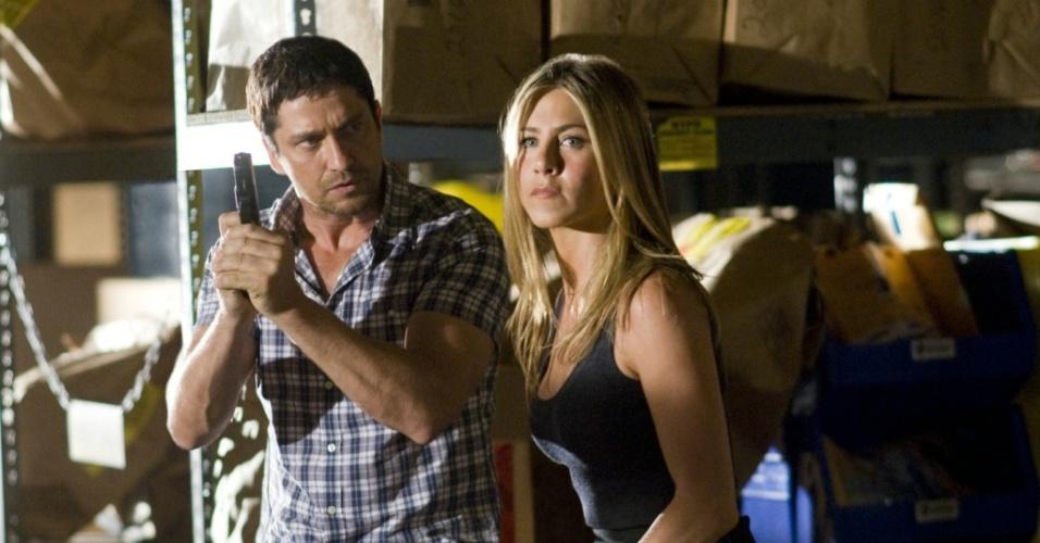 Gerard Butler e Jennifer Aniston em cena de