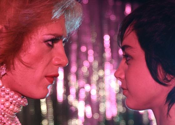 Igor Cotrim e Simone Spoladore interpretam Madona e Elvis, no filme Elvis e Madona, de Marcelo Laffitte