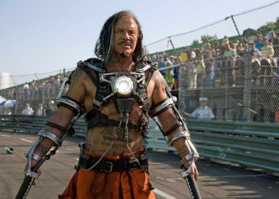 Mickey Rourke no papel de Ivan Vanko, vulgo Chicote Negro, vilão de Homem de Ferro2