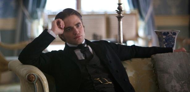 """O ator Robert Pattinson em cena do filme """"Bel Ami"""", baseado na obra de Guy de Maupassant"""