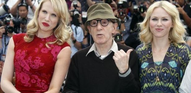 A atriz Lucy Punch, o diretor Woody Allen e a atriz Naomi Watts posam na sessão de fotos do filme
