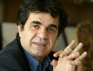 Jafar Panahi, cineasta iraniano, durante entrevista em Teerã, no Irã, em imagem de 2004