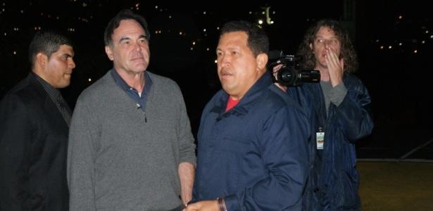Oliver Stone entrevista Hugo Chávez, presidente da Venezuela, no filme Ao Sul da Fronteira
