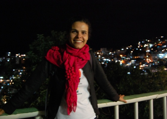 Luciana Bezerra posa para foto no Morro do Vidigal, no Rio