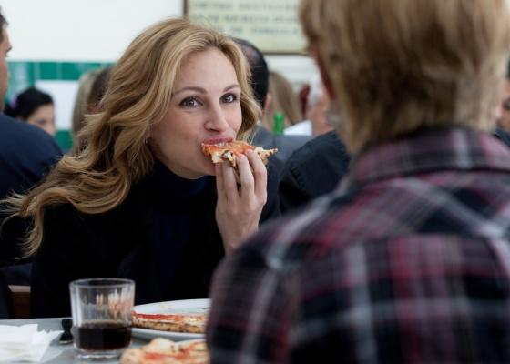 Julia Roberts come pizza em cena de ''Comer, Rezar, Amar''