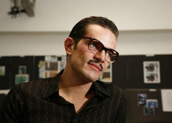 Daniel de Oliveira se transforma em Hiroito de Moraes Joanides para o filme Boca do Lixo