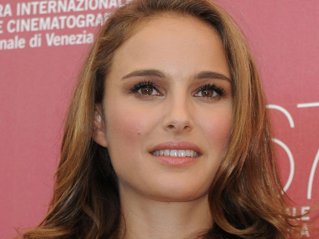 Natalie Portman participa de sessão de fotos do filme ''Black Swan'' no primeiro dia do Festival de Veneza (1/09/2010)