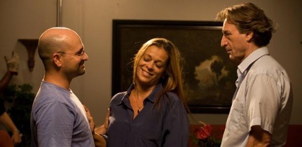 Glauber Filho (esq.) dirige os atores Vya Negromonte e Herson Capri durante as filmagens de