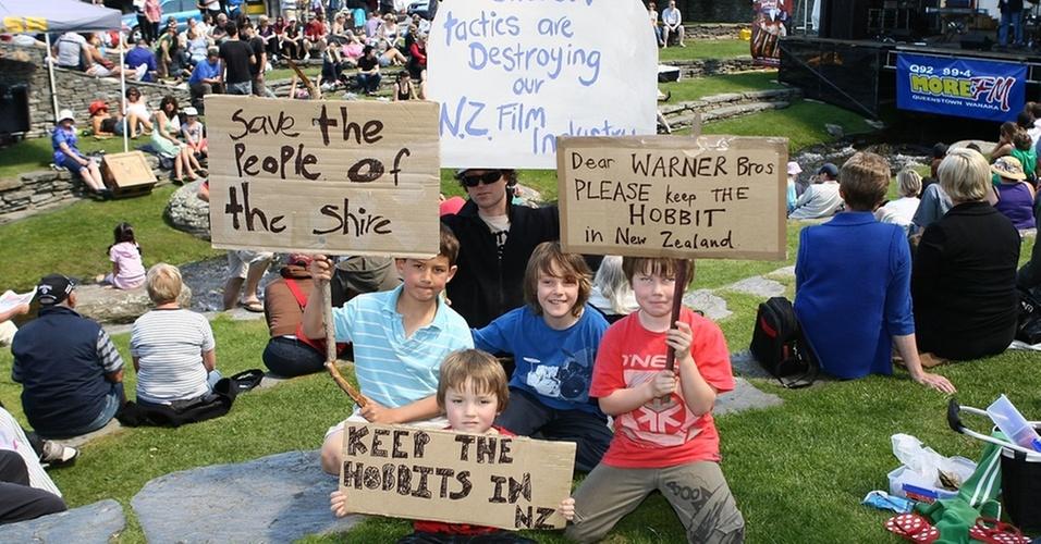 Crianças participam de manifestação a favor das filmagens de ''O Hobbit'' na Nova Zelândia (25/10/2010)