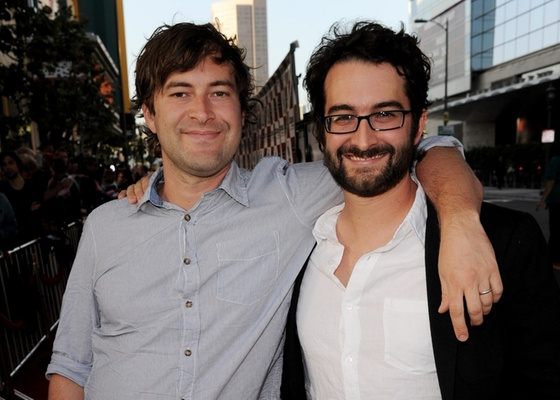 Mark Duplass (esquerda) e Jay Duplass participam da première de Cyrus em Los Angeles, nos EUA (18/06/2010)