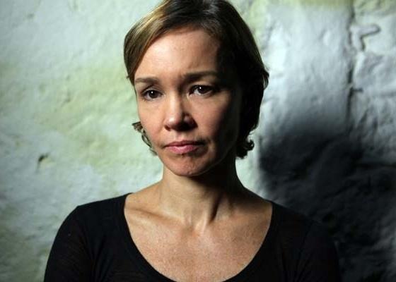 Atriz Julia Lemmertz em cena do filme ''Amor?'', de João Jardim