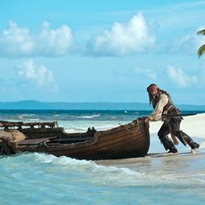 Jack Sparrow (Johnny Depp) em cena do filme ''Piratas do Caribe - Navegando em Águas Misteriosas''