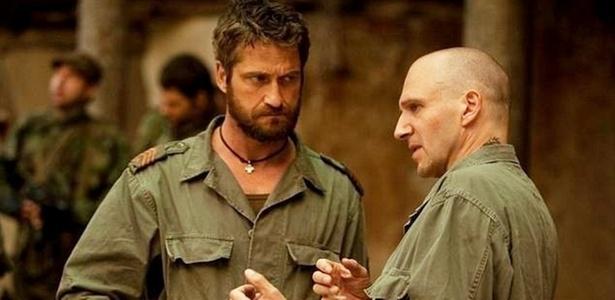 Gerard Butler conversa com Ralph Fiennes nos bastidores de ''Coriolanus''