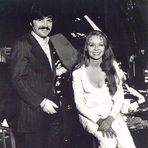 O produtor executivo de Superman - O Filme (1978) Ilya Salkind e a atriz Susannah York (Lara), em 1977, nos bastidores da filmagem