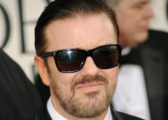 Ricky Gervais, apresentador do Globo de Ouro 2011, chega à cerimônia (16/01/2011)