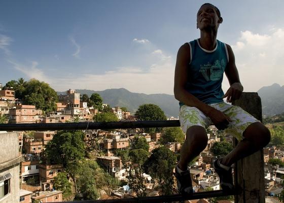 Cena do filme O Samba que Mora em Mim, de Georgia Guerra-Peixe, sobre o morro da Mangueira