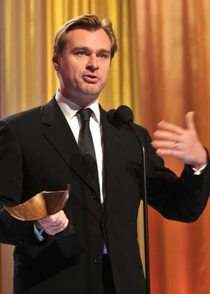 O diretor Christopher Nolan discursa durante a cerimônia de premiação do Sindicato dos Roteiristas dos EUA (05/02/2011)
