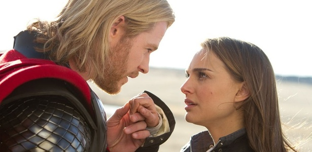 """Chris Hemsworth e Natalie Portman em cena do filme """"Thor"""" - Divulgação"""