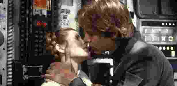 Han Solo (Harrison Ford) beija a Princesa Leia (Carrie Fisher) - Divulgação