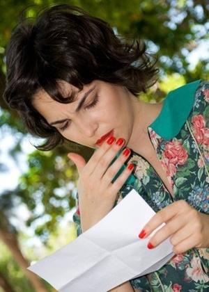 """Tainá Muller em cena do filme """"As Mães de Chico Xavier"""""""