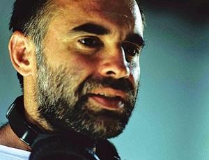 O diretor Karim Aïnouz durante as filmagens de O Céu de Suely, em imagem de 2006