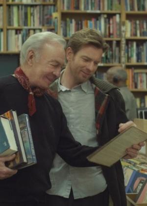 """Ewan McGreggor (dir.) contracena com Christopher Plummer no filme """"Beginners"""""""