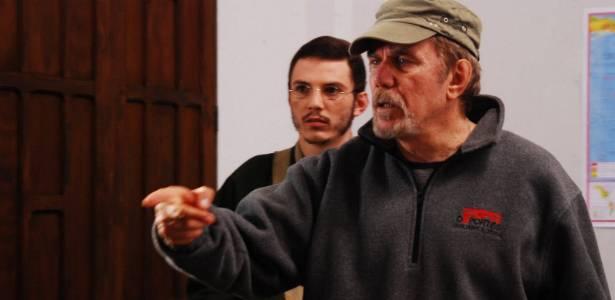 Reginaldo Faria dirige cena do filme O Carteiro (2010)