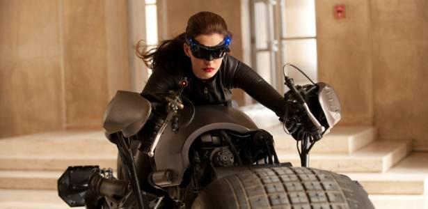 """A atriz Anne Hathaway como Mulher-Gato em """"Batman: O Cavaleiro das Trevas Ressurge"""""""
