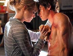 """Emma Stone como Gwen Steacy e Andrew Garfield como Peter Parker em cena de """"O Espetacular Homem-Aranha"""""""