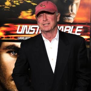 """O diretor Tony Scott posa para foto durante pré-estreia do filme """"Incontrolável"""" na Califórnia (26/10/2010)"""