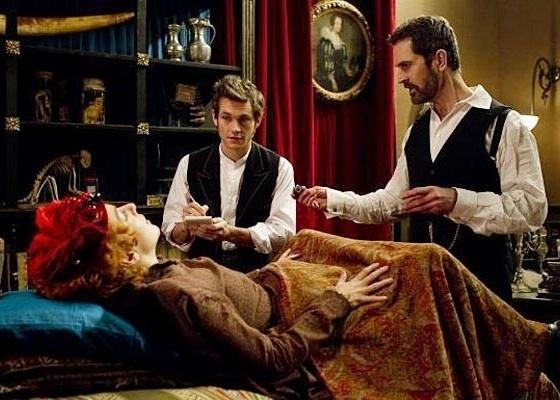 "Cena do filme ""Hysteria"", de Tanya Wexler"
