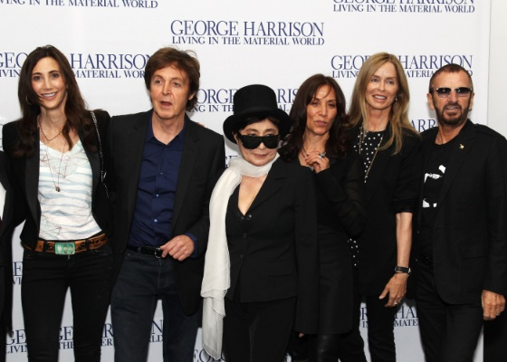 Nancy Shevell, Sir Paul McCartney, Yoko Ono, Olivia Williams, Barbara Bach e Ringo Starr na première de George Harrison: Living In The Material World, em Londres (2/10/2011)