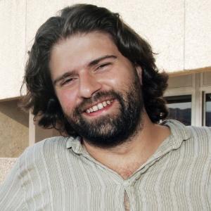 Diretor equatoriano Sebastian Cordero posa para foto no Festival de Cannes 2011