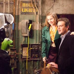"""Cena de """"Os Muppets"""", com Kermit, Mary (Amy Adams) e Gary (Jason Segel)"""