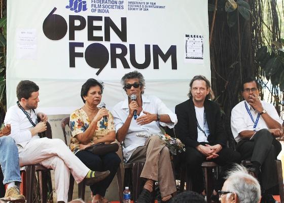 """Oscar Maron Filho (centro) falou a jornalistas sobre o filme """"Mário Filho - O Criador de Multidões"""" no 42º Festival Internacional de Cinema da Índia (27/11/2011)"""