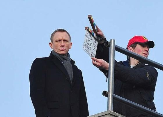 """Daniel Craig é visto nos bastidores de """"Skyfall"""", novo filme de James Bond"""