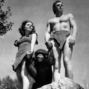 """Johnny Weissmuller, como Tarzan, Maureen O""""Sullivan, como Jane, e Chita (Cheetah), o chimpanzé, em cena do filme """"Tarzan, O Homem Macaco"""", de 1932. - AP Photo/ho, File"""