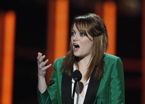 Emma Stone faz discurso de agradecimento no People's Choice Awards 2012 (11/01/2012)