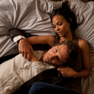 "Bradley Cooper e Zoe Saldana em cena de ""The Words"""