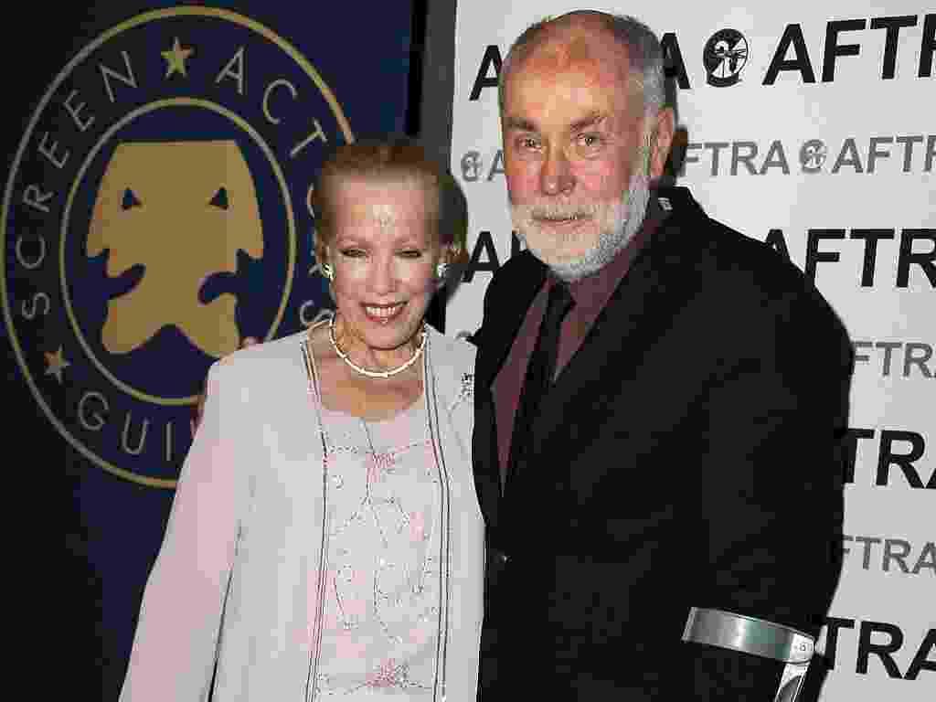 A atriz Zina Feeley acompanhada do ator Robert David Hall durante premiação do SAG, em Los Angeles (7/11/2011) - Valerie Macon/Getty Images