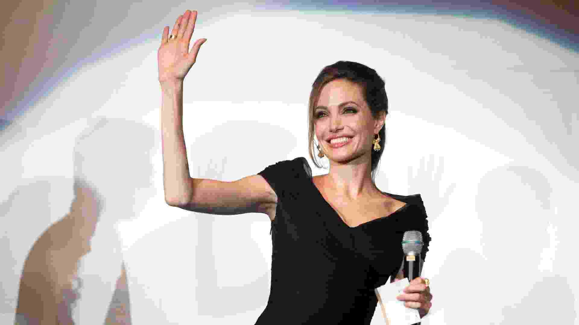 """Angelina Jolie em pré-estreia de """"In The Land Of Blood And Honey"""", em Sarajevo (14/2/12) - Reuters"""