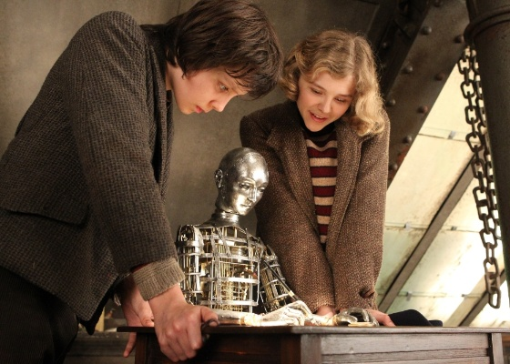 """Os atores Asa Butterfield e Chloë Moretz em cena de """"A Invenção de Hugo Cabret"""", de Martin Scorsese"""