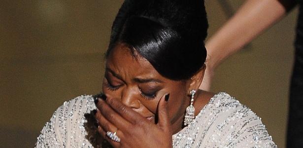 """Octavia Spencer recebe o prêmio de melhor atriz coadjuvante por """"Histórias Cruzadas"""" (26/2/12)"""