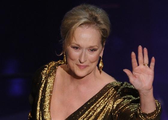 """Meryl Streep recebe o Oscar de melhor atriz por sua atuação como Margareth Tatcher em """"A Dama De Ferro"""" (27/2/12)"""