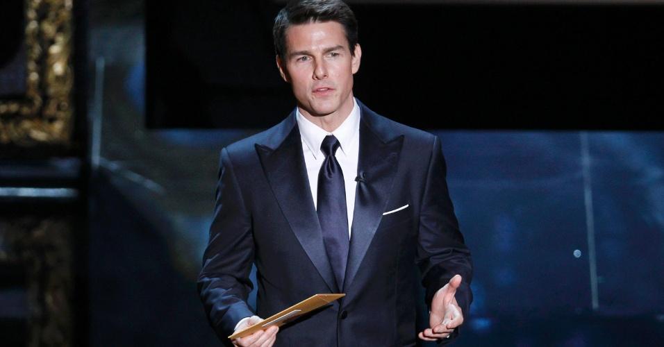 Tom Cruise apresenta o prêmio de melhor filme no Oscar 2012 (27/2/12)